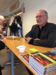 Der signeres bøger på bogrecpetionen